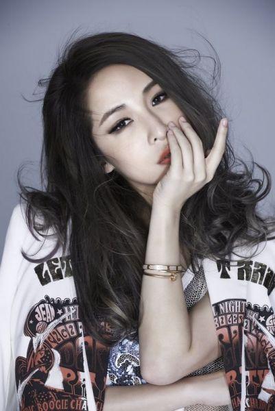 萧亚轩《不解释亲吻》8月下旬发行 参与赈灾晚会传递正能量