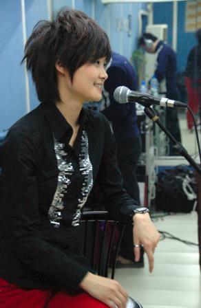 组图:李宇春排练备战上海个唱透露造型有惊喜