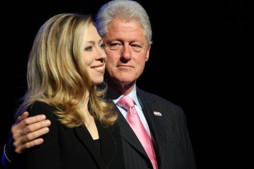 组图:埃尔顿-约翰拥吻希拉里不怕克林顿吃醋