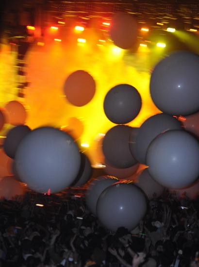 图文:富士音乐节第二天--气球带动高潮
