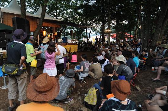 图文:富士音乐节第二天--观众小聚