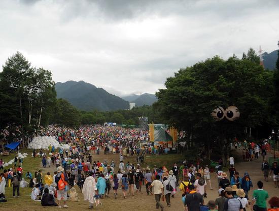 图文:富士音乐节第三天--乐迷进场