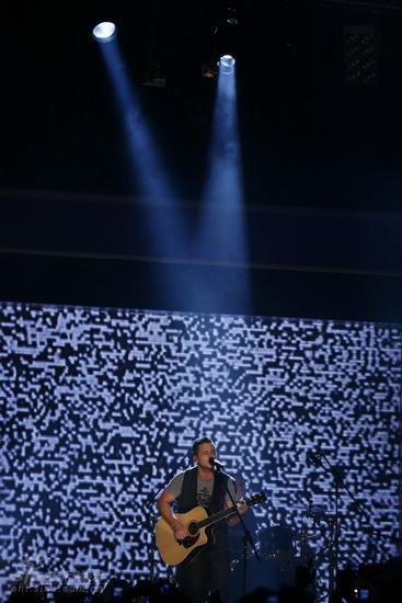 图文:MTV亚洲大奖颁奖礼-OneRepublic主唱