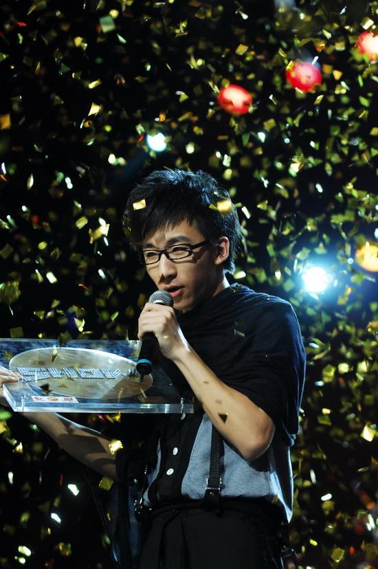 图文:2008我型我秀总决赛--唐汉宵献唱