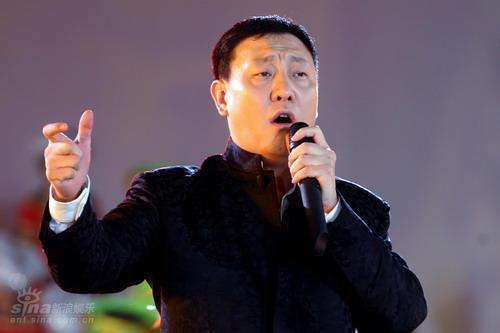 图文:南宁民歌节-韩磊演唱歌曲《将进酒》