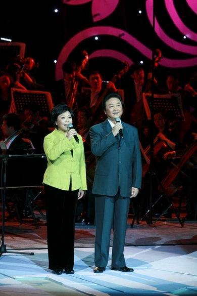 图文:纪念改革开放30年音乐会--乔榛丁建华朗诵