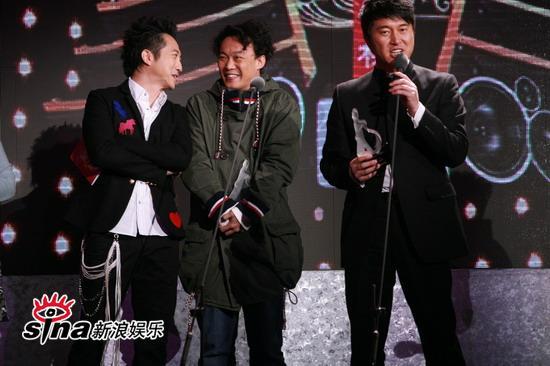 图文:中歌榜现场--哈林陈奕迅满文军同台