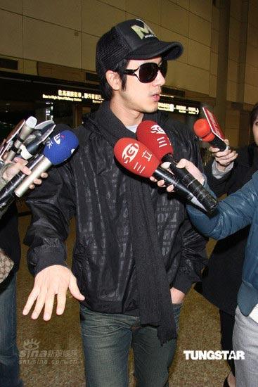 图文:王力宏炸弹惊魂--王力宏接受采访