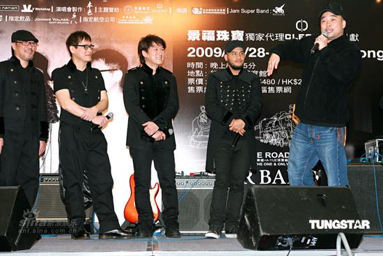 图文:纵贯线香港个唱记者会-好友葛民辉捧场