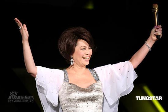 图文:蔡琴演唱会唱经典曲目-笑容满面