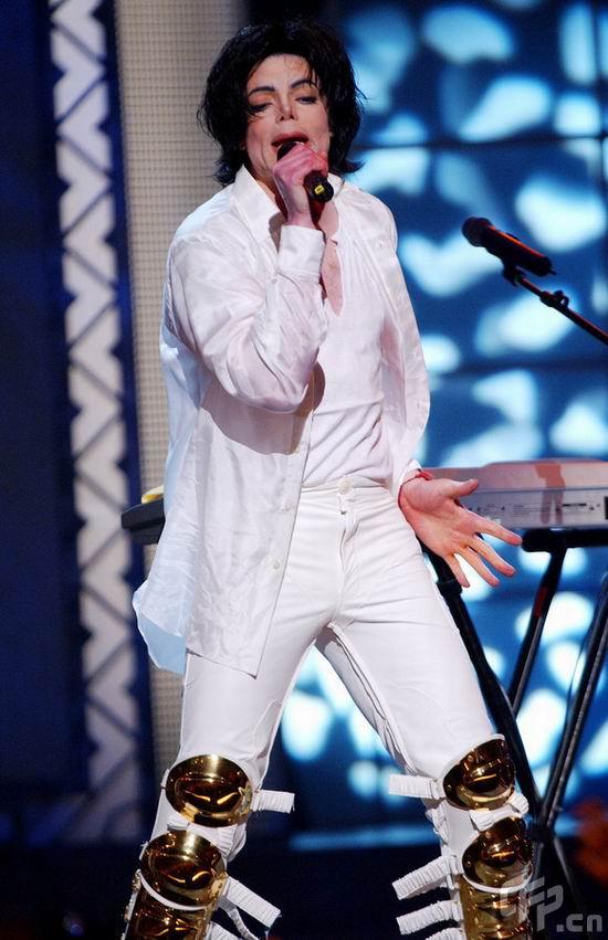 图文:杰克逊演唱会回顾--杰克逊一身白衣