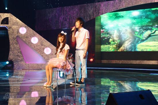 图文:麦克达人第二期现场--邹容赵彤甜蜜歌唱