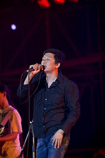 图文:长沙橘州音乐节次日--老狼