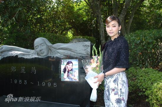 图文:陈思思访邓丽君墓地-园中留影