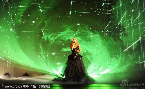 图文:丽安娜-刘易斯秀天籁歌声-声色排山倒海