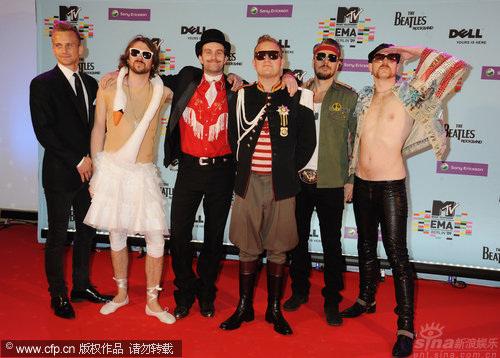 图文:MTV欧洲奖红毯-挪威乐团YogaFire亮相