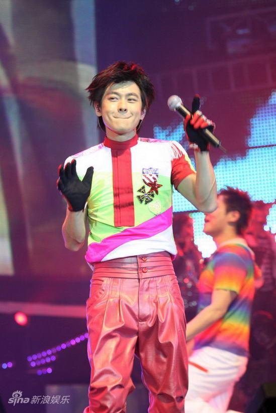 图文:林志颖上海演唱会-充满童趣