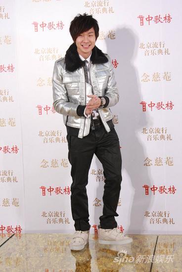 图文:09中歌榜颁奖礼红毯-林俊杰闪亮登场