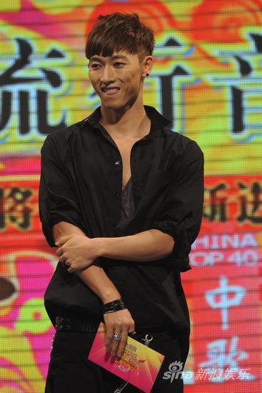 图文:09中歌榜颁奖礼-张佑赫吐舌微笑