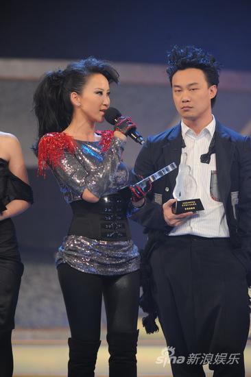 图文:09中歌榜颁奖礼现场-李玟与陈奕迅
