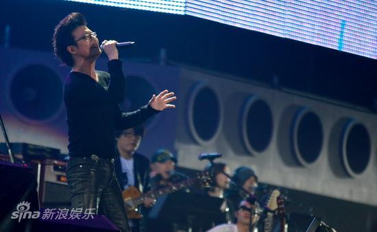 图文:汪峰北京演唱会--心无旁骛