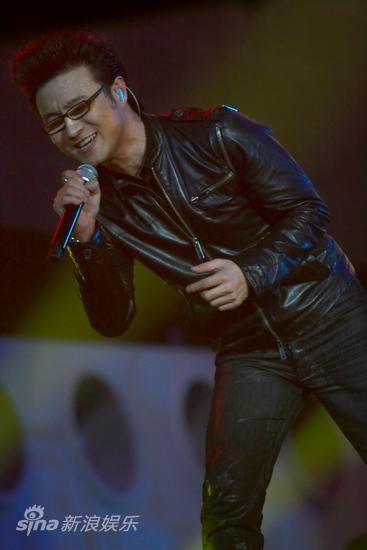 图文:汪峰北京演唱会--笑对歌迷