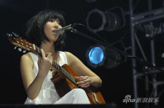 王若琳加盟苏州活力岛音乐节与奥康娜同台(图)