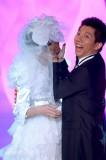 中歌榜上演婚纱秀李宇春穿古装羽泉扮夫妻(图)