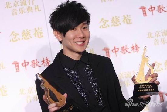 图文:北京流行音乐典礼后台-林俊杰微笑图片