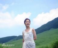 杨千�谩杜�人三十》MV首播预热国语大碟(组图)