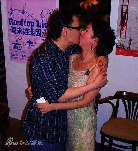 陈志远老师已深情一吻感谢老婆多年照顾