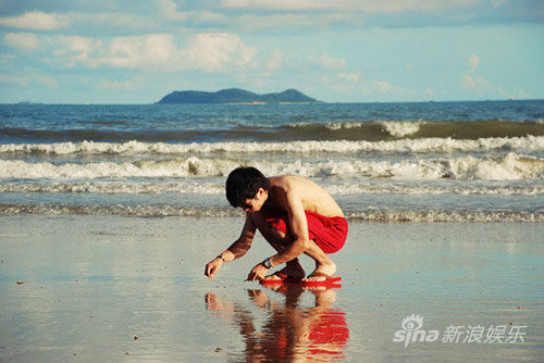 歌手陈庆聪曝新专辑沙滩写真(组图)