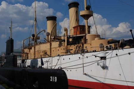 美国费城的水上博物馆,陈列了古代帆船、蒸汽炮舰和二战时期潜艇