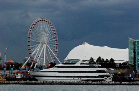 """登上现代版""""费略斯大转轮"""",可以俯瞰密歇根湖畔的芝加哥美景"""
