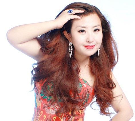 【新珠宝】从传媒到设计 珠宝设计师张恩慈的华美转身