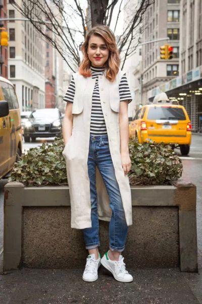 ▲ H&M 亚麻无袖连衣裙 $99 ASOS 高领条纹T恤 $50 Gap 1969 牛仔裤 $70 Adidas Originals 白色皮革运动鞋 $75