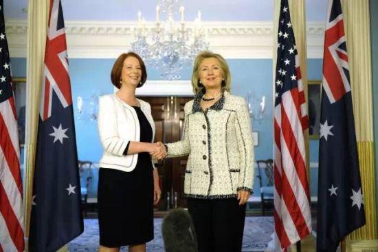 左边是吉拉德,右边是希拉里,对于两位行事同样强悍的女政要,你觉得谁赢了这一局?