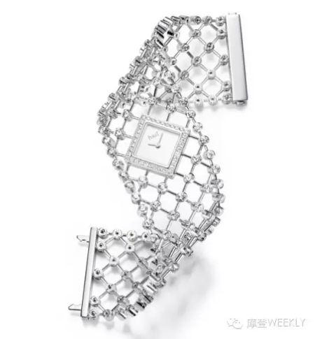 伯爵 Limelight 18K金手镯表 18K金织造表带搭配小巧菱形表盘,远远看去更似一款精致的手镯。