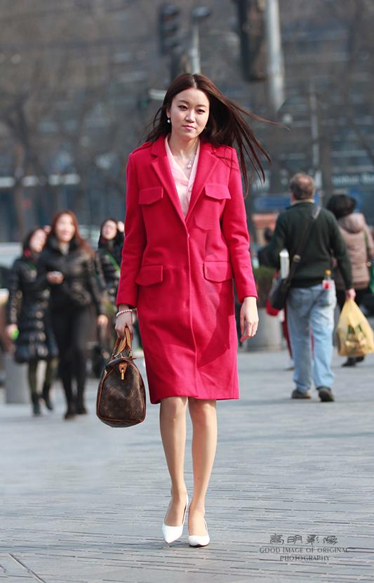 街拍:北京长腿美女人见人爱