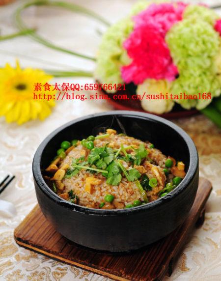 石锅牛肝菌拌饭