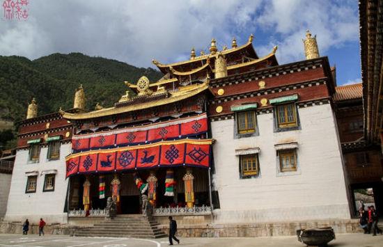 西藏昌都边巴县著名佛塔