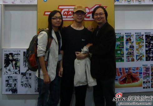吴理(中)参加活动时的照片