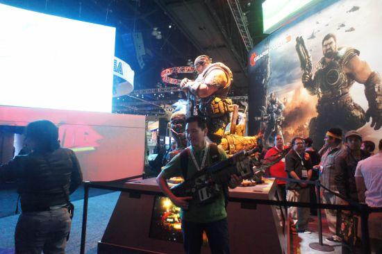 现场提供枪枝供玩家摄影