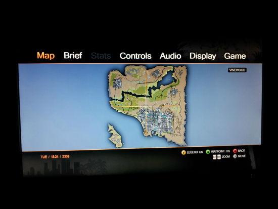 外媒日前披露了据称为《侠盗猎车手5(Grand Theft Auto 5)》首张游戏截图和地图的画面。   泄漏的游戏地图为Vinewood(好莱坞),只是游戏主地图洛杉矶的一小部分。另一方面,可以发现,游戏地图的设计与《GTA4》一样。 《侠盗猎车手5(GTA5)》地图画面
