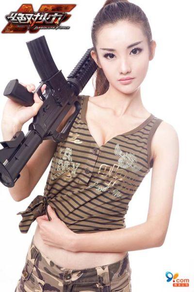 《绝对火力》军装美女靓丽出场