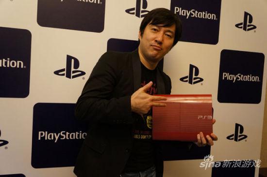 须田刚一展示新配色超薄PS3
