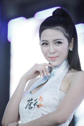 2013Chinajoy美女靓模引宅男a美女_网络游戏尿尿美女路边在