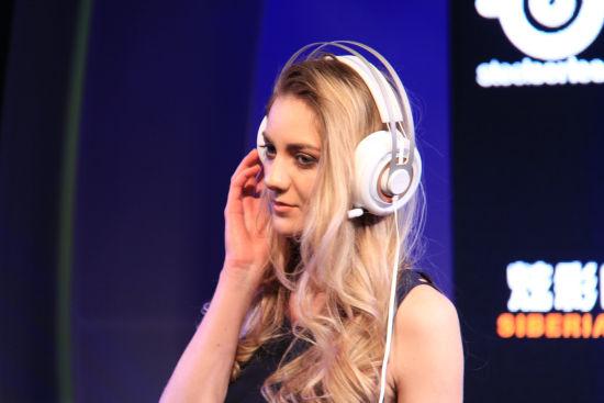 西伯利亚elite耳机模特展示