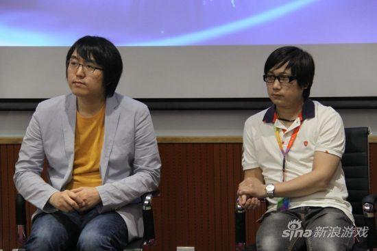 李灿(左)和David介绍《灵魂回响》