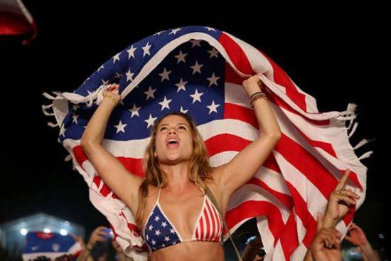 《傲剑2》看球专题 大批世界杯美女来袭